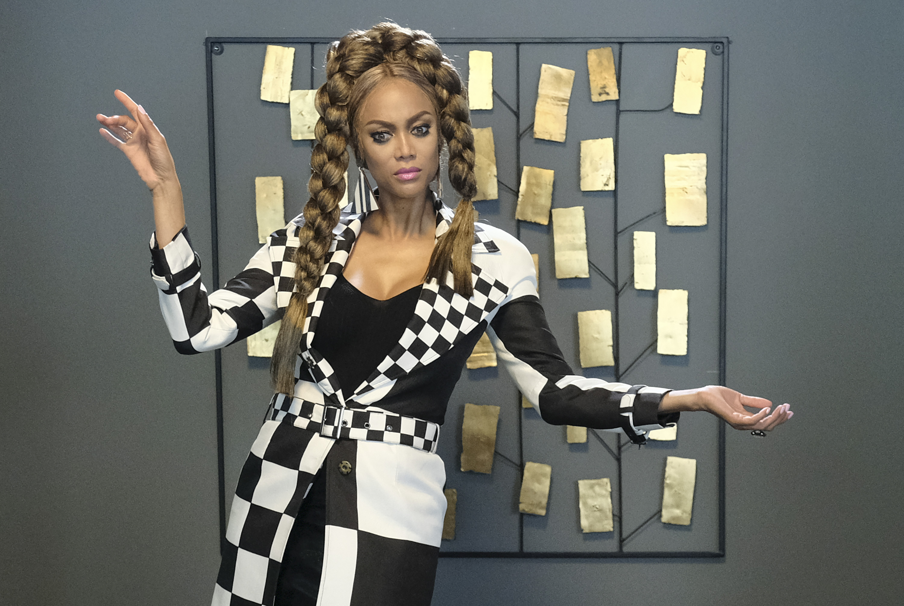 """LIFE-SIZE 2: A CHRISTMAS EVE - FreeformÕs annual """"25 Days of Christmas"""" programming event will be a lot brighter as Tyra Banks reprises her iconic role of ÒEveÓ in the highly anticipated sequel """"Life-Size 2,"""" on SUNDAY, DEC. 2, at 9:00 - 11:00 p.m. EST/PST. In the sequel """"Eve"""" returns to help Grace Manning (Francia Raisa), a 20 something CEO of Marathon Toys who is in over her head. (Disney Channel/Guy D'Alema) TYRA BANKS"""