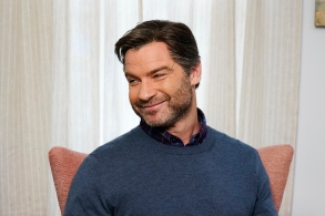 """SATURDAY NIGHT LIVE -- """"Liev Schreiber"""" Episode 1751 -- Pictured: Host Liev Schreiber during the """"House Hunters"""" sketch on Saturday, November 10, 2018 -- (Photo by: Steve Molina Contreras/NBC)"""
