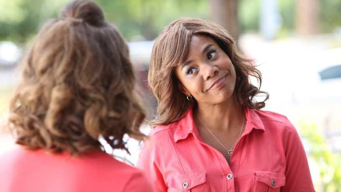 """Regina Hall in """"Support the Girls"""""""