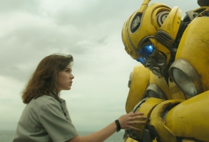 Left to right: Hailee Steinfeld as Charlie and Bumblebee in BUMBLEBEE, from Paramount Pictures.