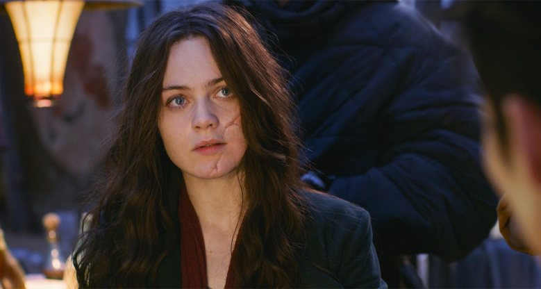 "Hester Shaw (HERA HILMAR) in ""Mortal Engines.""  In the startling, new epic adventure from OscarÆ-winning visual-effects artist Christian Rivers (""King Kong""), humankind has adapted and a new way of living has evolved thousands of years after civilization was destroyed by a cataclysmic event.  Two opposites, whose paths should never have crossed, forge an unlikely alliance that is destined to change the course of the future."