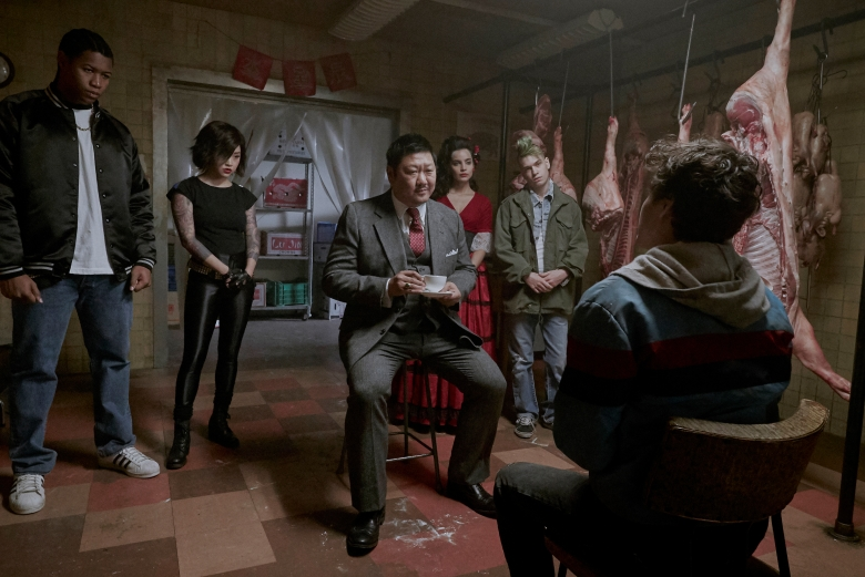 "DEADLY CLASS -- ""Reagan Youth"" Episode 100 -- Pictured: (l-r) Luke Tennie as Willie, Lana Condor as Saya, Benedict Wong as Master Lin, Maria Gabriela de Faria as Maria, Liam James as Billy -- (Photo by: Allen Fraser/Syfy)"