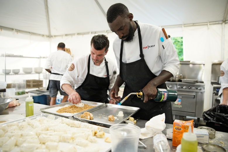 "TOP CHEF -- ""Bourbon, Barrels and Burgoo"" Episode 1602 -- Pictured: (l-r) Eddie Konrad, Eric Adjepong -- (Photo by: Michael Hickey/Bravo)"