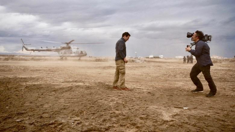 """Richard Ladkani shooting Mexican investigative journalist Carlos Loret de Mola for """"Sea of Shadows"""""""