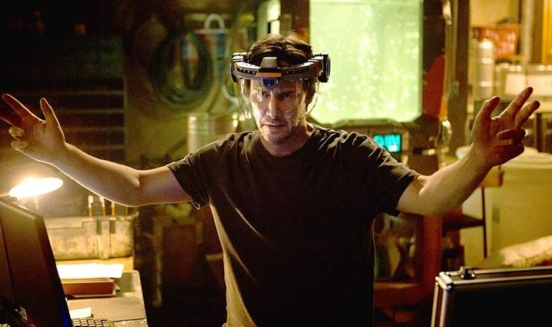 Replicas Review: Keanu Reeves Can't Fix Hilariously Bad Clone