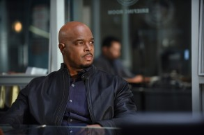 "LETHAL WEAPON: Damon Wayans in the ""Coyote Ugly"" episode of LETHAL WEAPON airing Tuesday, Feb. 5 (8:00-9:00 PM ET/PT) on FOX. ©2019 Fox Broadcasting Co. CR: Ray Mickshaw/FOX"