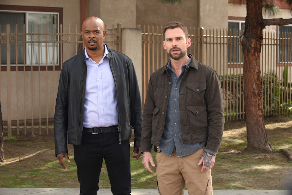 "LETHAL WEAPON: L-R: Damon Wayans and Seann William Scott in the ""A Game of Chicken"" episode of LETHAL WEAPON airing Tuesday, Feb. 19 (8:00-9:00 PM ET/PT) on FOX. ©2019 Fox Broadcasting Co. CR: Ray Mickshaw/FOX"