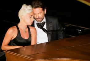 "Lady Gaga and Bradley Cooper perform ""Shallow"" at 91st Oscars"