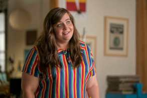 """Shrill -- """"The Date"""" -- Episode 102 -- Annie's writing her first article, going on her first date with Ryan and, finally, asking more from the people in her life than she has before. Things are looking up, until an internet troll tries to drag her self-esteem back down where it started. Annie (Aidy Bryant) shown. (Photo by: Allyson Riggs)"""