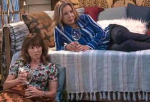 "Linda Cardellini and Christina Applegate, ""Dead to Me"""