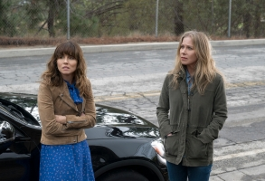 Dead To Me Netflix Linda Cardellini and Christina Applegate