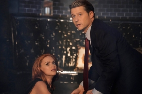 "GOTHAM:  L-R:  Erin Richards and Ben Mckenzie in the ""The Beginning..."" series finale episode of GOTHAM airing Thursday, April 25 (8:00-9:00 PM ET/PT) on FOX. ©2019 Fox Media LLC Cr:  FOX"