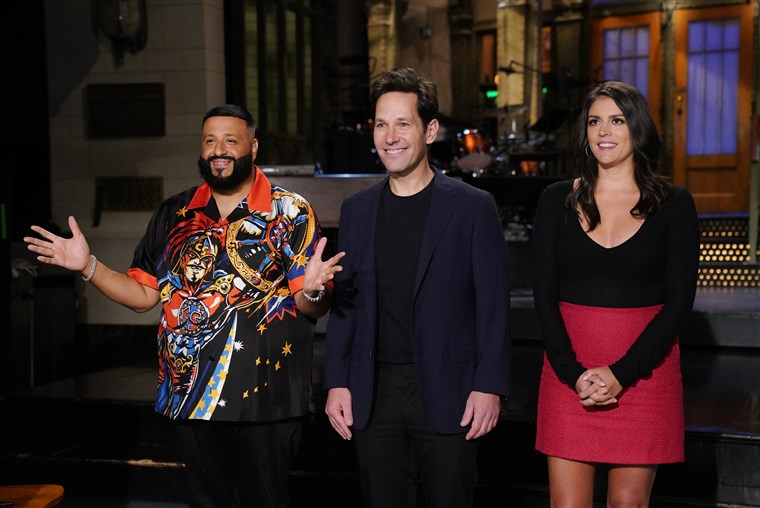 Best Christmas Ever Snl.Snl Review Paul Rudd Hosts Best Sketches Watch Indiewire