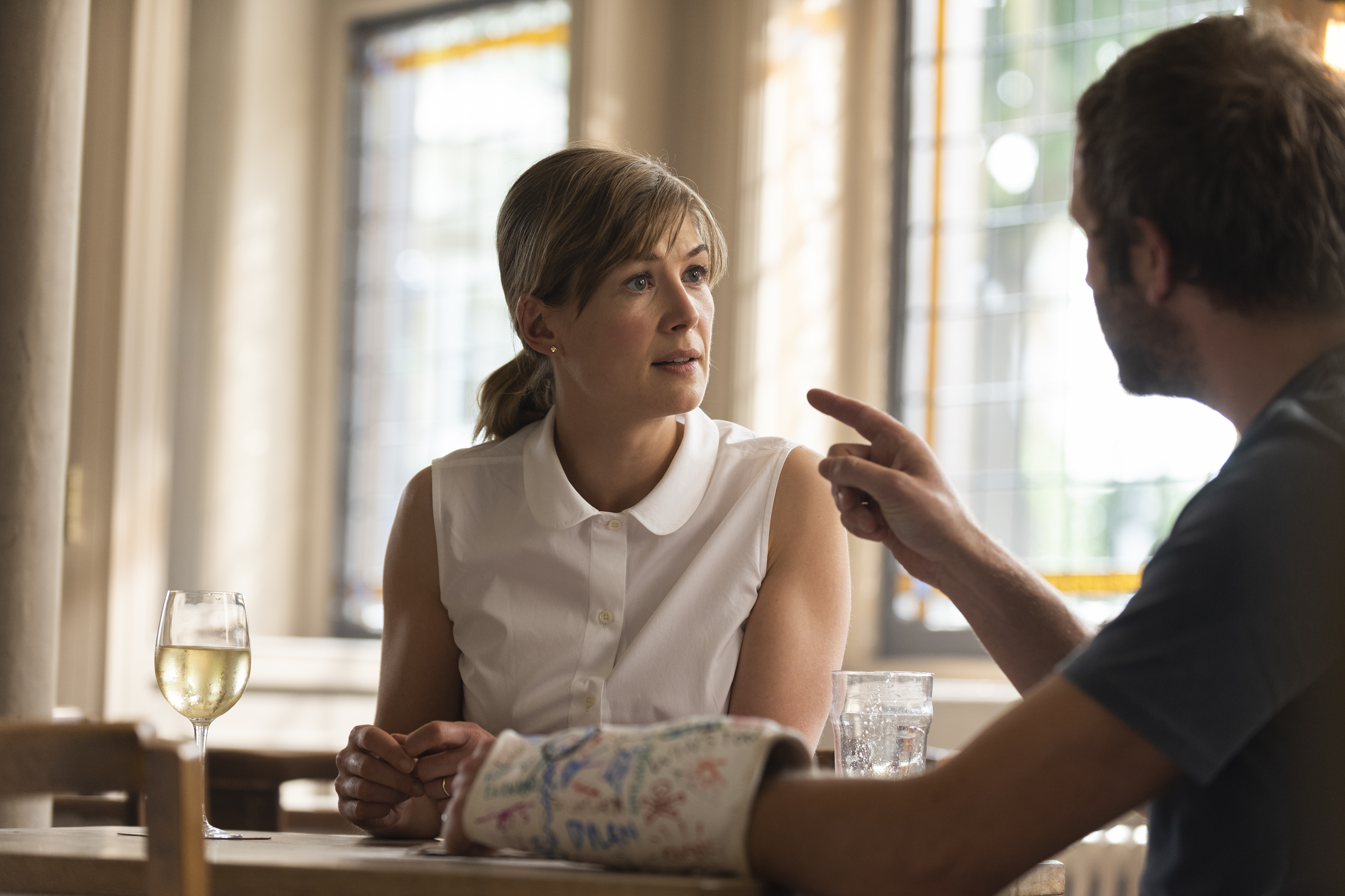 Rosamund Pike as Louise, Chris O'Dowd as Tom- State of the Union _ Season 1, Episode 4 - Photo Credit: Parisatag Hizadeh/Confession Films/SundanceTV