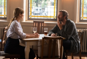 Rosamund Pike as Louise, Chris O'Dowd as Tom - State of the Union _ Season 1, Episode 5 - Photo Credit: Parisatag Hizadeh/Confession Films/SundanceTV