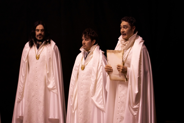 "WHAT WE DO IN THE SHADOWS -- ""The Trial"" -- Season 1, Episode 7 (Airs May 8, 10:00 pm e/p) Pictured: Jemaine Clement as Vladislav, Jonny Brugh as Deacon, Taika Waititi as Viago. CR: Russ Martin/FX"