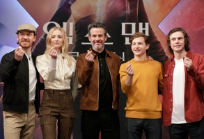 "Sophie Turner, Michael Fassbender, Evan Peters, Tye Sheridan, Simon Kinberg. Actor Michael Fassbender, actress Sophie Turner, director Simon Kinberg, actor Tye Sheridan and actor Evan Peters, from left to right, pose for the media ahead of the press conference for their new movie ""X-Men: Dark Phoenix"" in Seoul, South Korea, . The movie is to be released in South Korea on June 5, 2019Film X-Men Dark Phoenix, Seoul, South Korea - 27 May 2019"