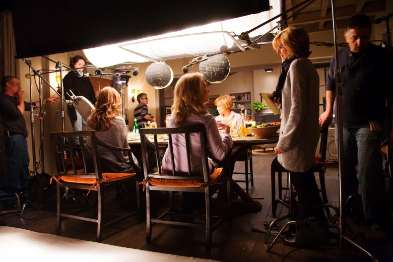 Editorial use only. No book cover usage.Mandatory Credit: Photo by Relativity Media/Kobal/Shutterstock (5885303t)Nancy MeyersIt's Complicated - 2009Director: Nancy MeyersRelativity MediaUSAOn/Off SetComedyPas si simple