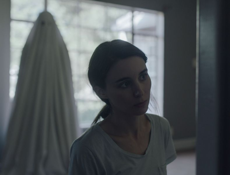 """Editorial use only. No book cover usage.Mandatory Credit: Photo by Sailor Bear/Kobal/Shutterstock (8979726d)Casey Affleck, Rooney Mara""""A Ghost Story"""" Film - 2017"""