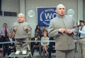 Editorial use only. No book cover usage.Mandatory Credit: Photo by Shutterstock (5736240b)Verne Troyer, Mike MyersAustin Powers in Goldmember - 2002