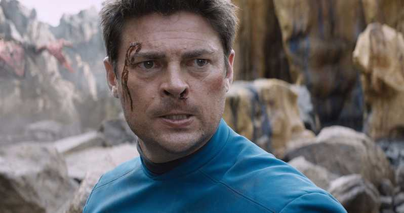 Karl Urban Says Paramount 'Would Be Insane' Not to Let Quentin Tarantino Direct 'Star Trek'