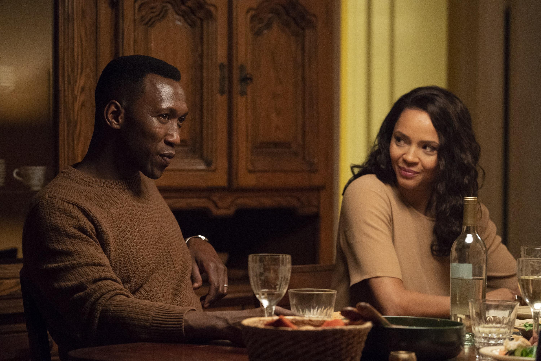 Wayne & Amelia have dinner w/ Roland & Lori. (Warrick Page/HBO)