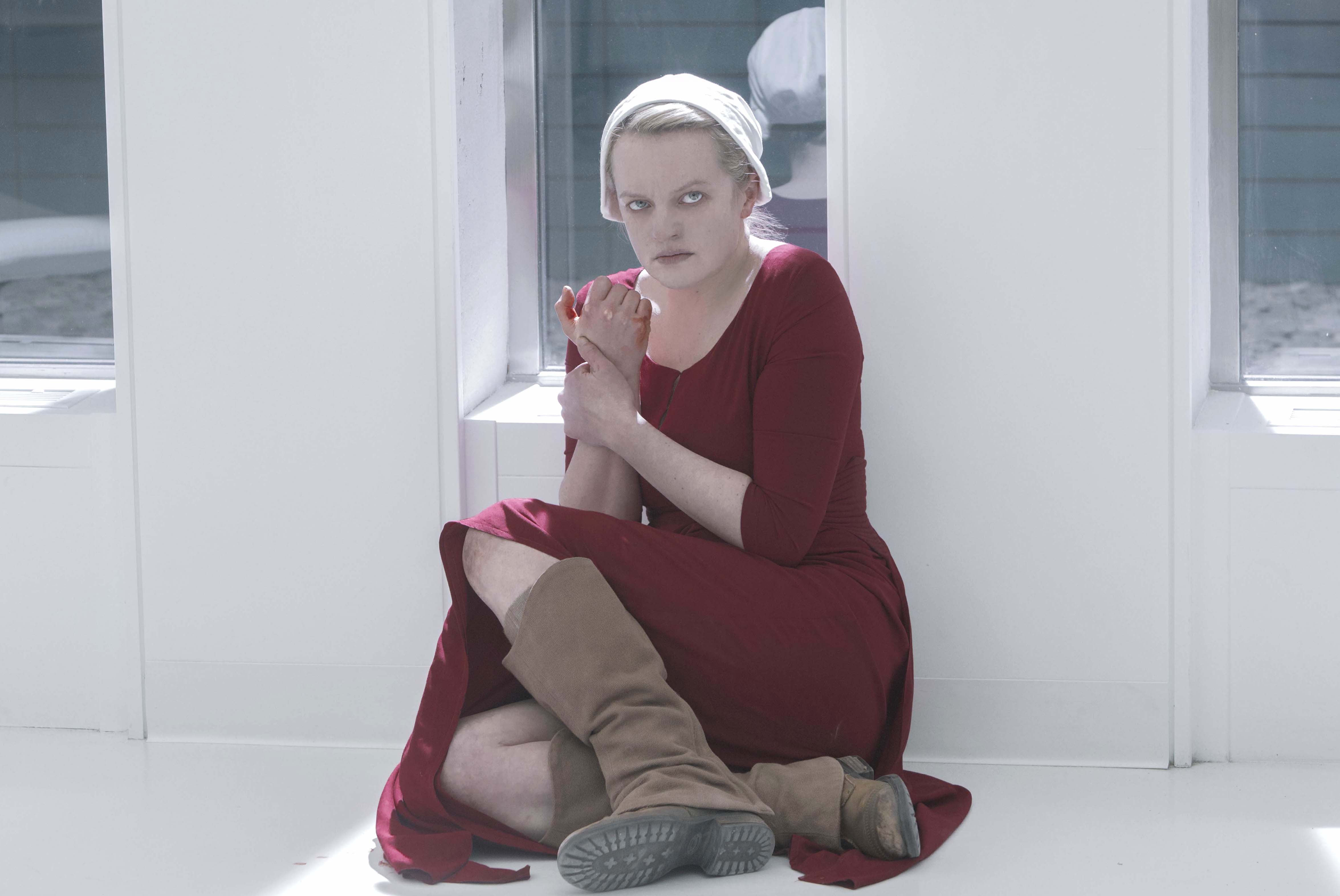 """The Handmaid's Tale -- """"Heroic"""" - Episode 309 -- Confined in a hospital, Juneís sanity begins to fray. An encounter with Serena Joy forces June to reassess her recent actions. June (Elisabeth Moss), shown. (Photo by: Sophie Giraud/Hulu)"""