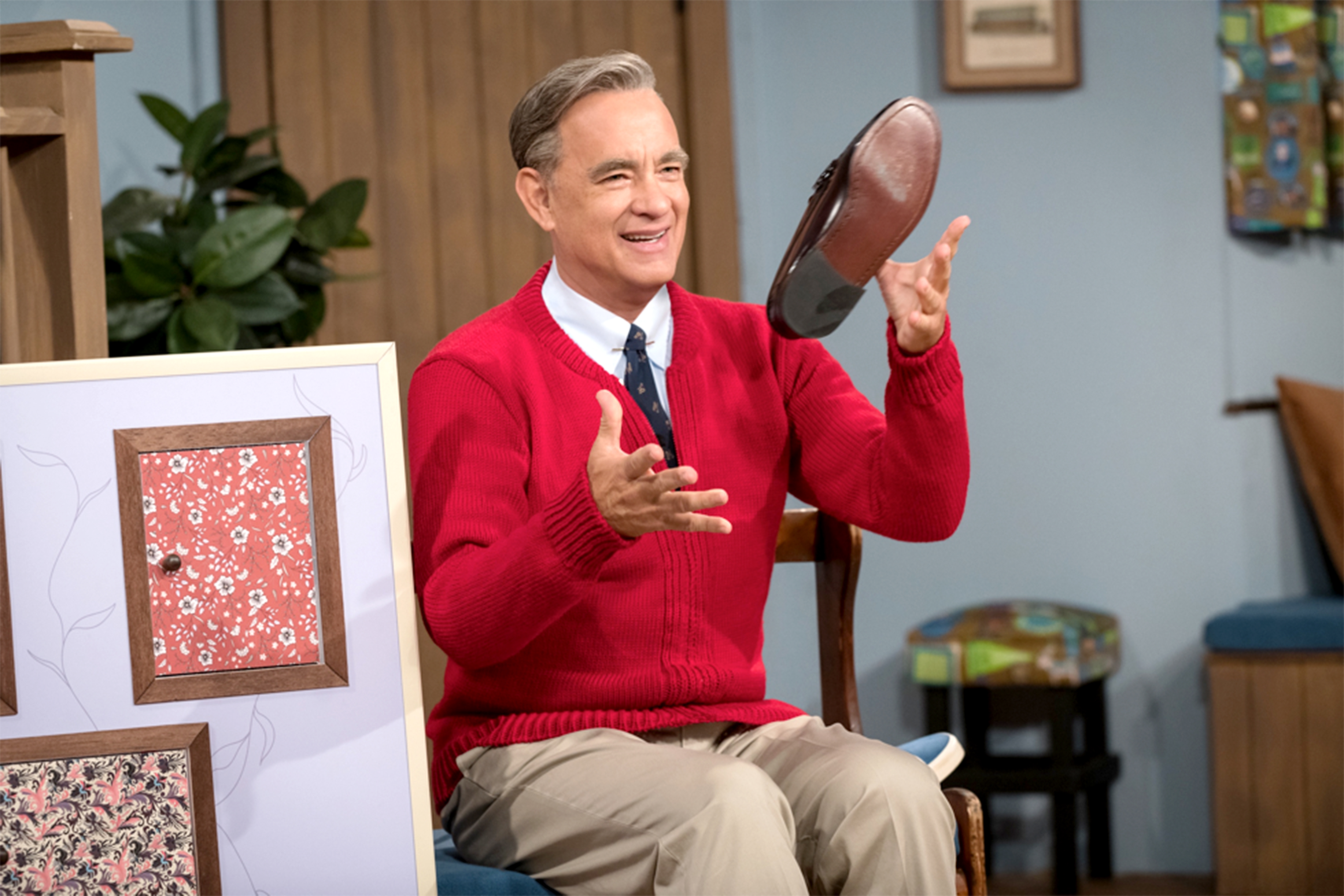 'A Beautiful Day in the Neighborhood' Review: Tom Hanks Was Born to Play Mister Rogers