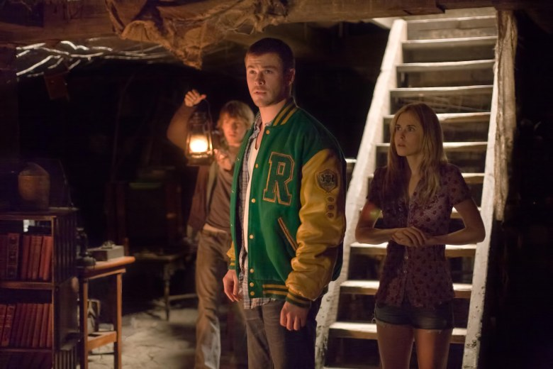 Editorial use only. No book cover usage.Mandatory Credit: Photo by Mgm/Kobal/Shutterstock (5879095d) Fran Kranz, Chris Hemsworth, Anna Hutchison The Cabin In The Woods - 2012 Director: Drew Goddard MGM USA Scene Still La Cabane dans les bois