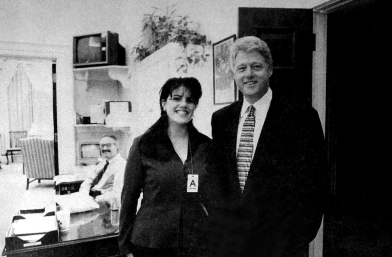 WHITE HOUSE PHOTO TAKEN ON NOVEMBER 17, 1995 OF PRESIDENT CLINTON AND MONICA S. LEWINSKY WHICH IS INCLUDED IN THE STARR REPORT TO CONGRESS.EVIDENCE PROVIDED BY MONICA LEWINSKY DURING HIS TESTIMONY TO THE GRAND JURY IN WASHINGTON, AMERICA - 1998