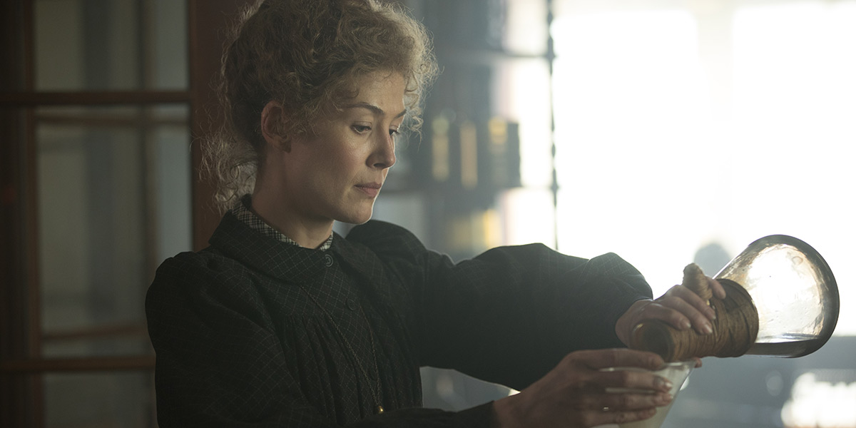 'Radioactive' Review: Rosamund Pike Is a Dazzling Marie Curie in Uneven Biopic