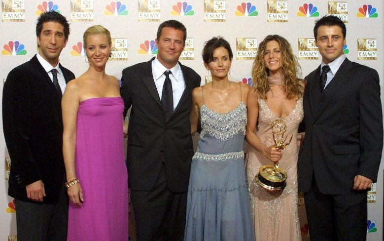 THE CAST OF FRIENDS - L TO R DAVID SCHWIMMER, LISA KUDROW, MATTHEW PERRY, COURTENEY COX, JENNIFER ANISTON AND MATT LEBLANC54TH ANNUAL PRIMETIME EMMY AWARDS, LOS ANGELES, AMERICA - 22 SEP 2002