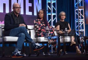 """Damon Lindelof, Regina King, Nicole Kassell. Writer/executive producer Damon Lindelof, from left, Regina King and director/executive producer Nicole Kassell participate in HBO's """"Watchmen"""" panel at the Television Critics Association Summer Press Tour, in Beverly Hills, Calif2019 Summer TCA - HBO, Beverly Hills, USA - 24 Jul 2019"""
