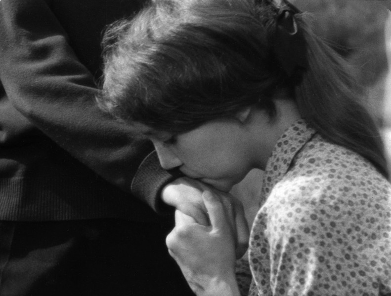 Editorial use only. No book cover usage. Mandatory Credit: Photo by Parc/Argos/Kobal/Shutterstock (5874313f) Anne Wiazemsky Balthazar Au Hasard - 1966 Director: Robert Bresson Parc/Argos FRANCE Scene Still Foreign