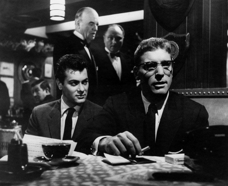 Editorial use only. No book cover usage. Mandatory Credit: Photo by United Artists/Kobal/Shutterstock (5880771l) Tony Curtis, Burt Lancaster Sweet Smell Of Success - 1957 Director: Alexander Mackendrick United Artists USA Scene Still Drama Le grand Chantage