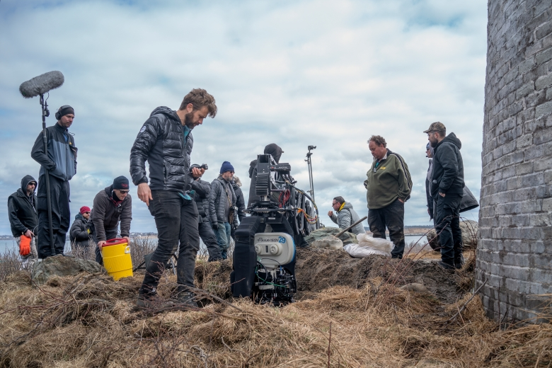 Cinematographer Jarin Blaschke on the set of THE LIGHTHOUSE, directed by Robert Eggers, an A24 Films release. Credit : Chris Reardon / A24 Films