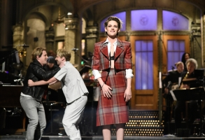 """SATURDAY NIGHT LIVE -- """"Kristen Stewart"""" Episode 1772 -- Pictured: (l-r) Beck Bennett, Kyle Mooney, and host Kristen Stewart during the Monologue on Saturday, November 2, 2019 -- (Photo by: Will Heath/NBC)"""