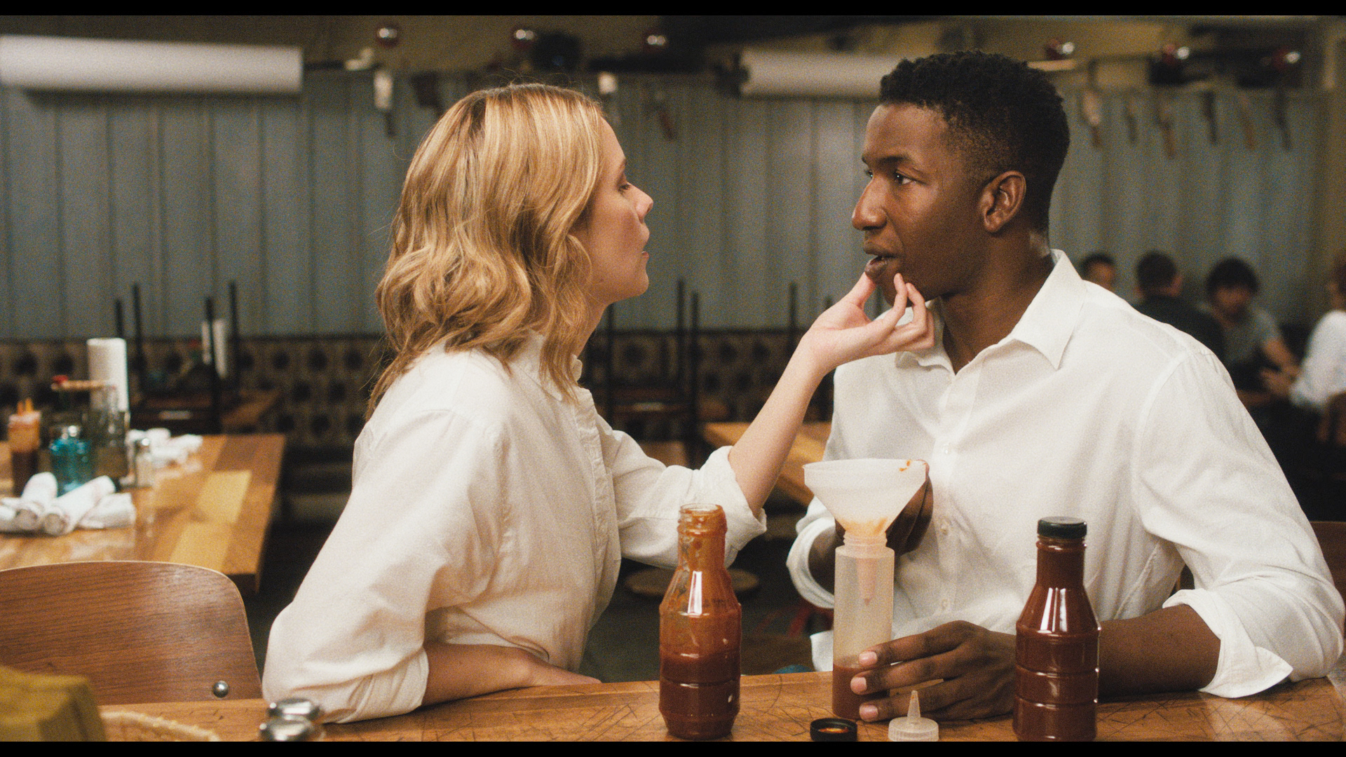 "CAKE -- Episode 3 (Airs Wednesday, October 16, 10:30 PM ET/PT on FXX) -- ""Oh Jerome, No"" -- Pictured: (l-r) Dasha Nekrassova as Barbara, Mamoudou Athie as Jerome. CR: FXX"