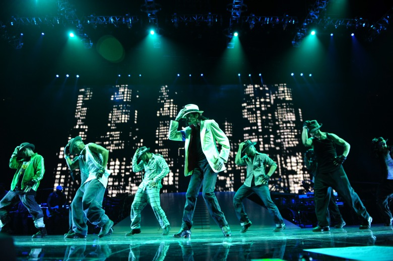 Editorial use only. No book cover usage.Mandatory Credit: Photo by Columbia/Kobal/Shutterstock (5872117d)Michael JacksonThis Is It - 2009Director: Kenny OrtegaColumbia PicturesUSAScene StillMusic