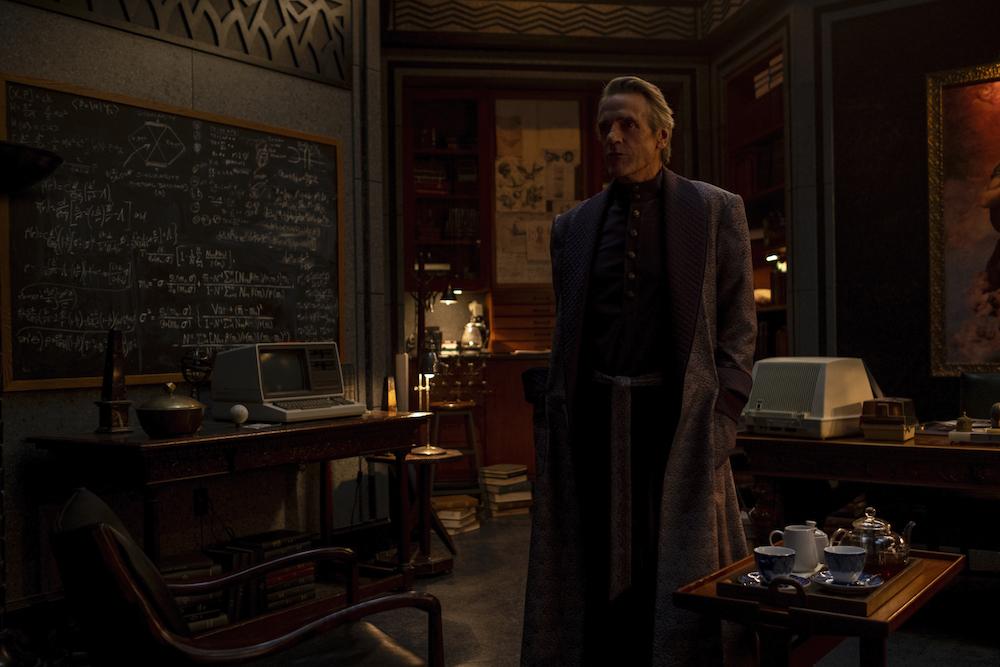 Watchmen Finale Episode 9 Adrian Veidt Jeremy Irons
