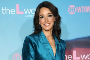 'The L Word': Nobody Rocks a Power Suit and Cufflinks Like Jennifer Beals