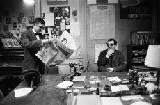 """""""Claude Chabrol et Jean-Luc Godard dans les bureaux des Cahiers du cinéma, 1959 © J.GAROFALO/PARISMATCH/SCOOP"""""""