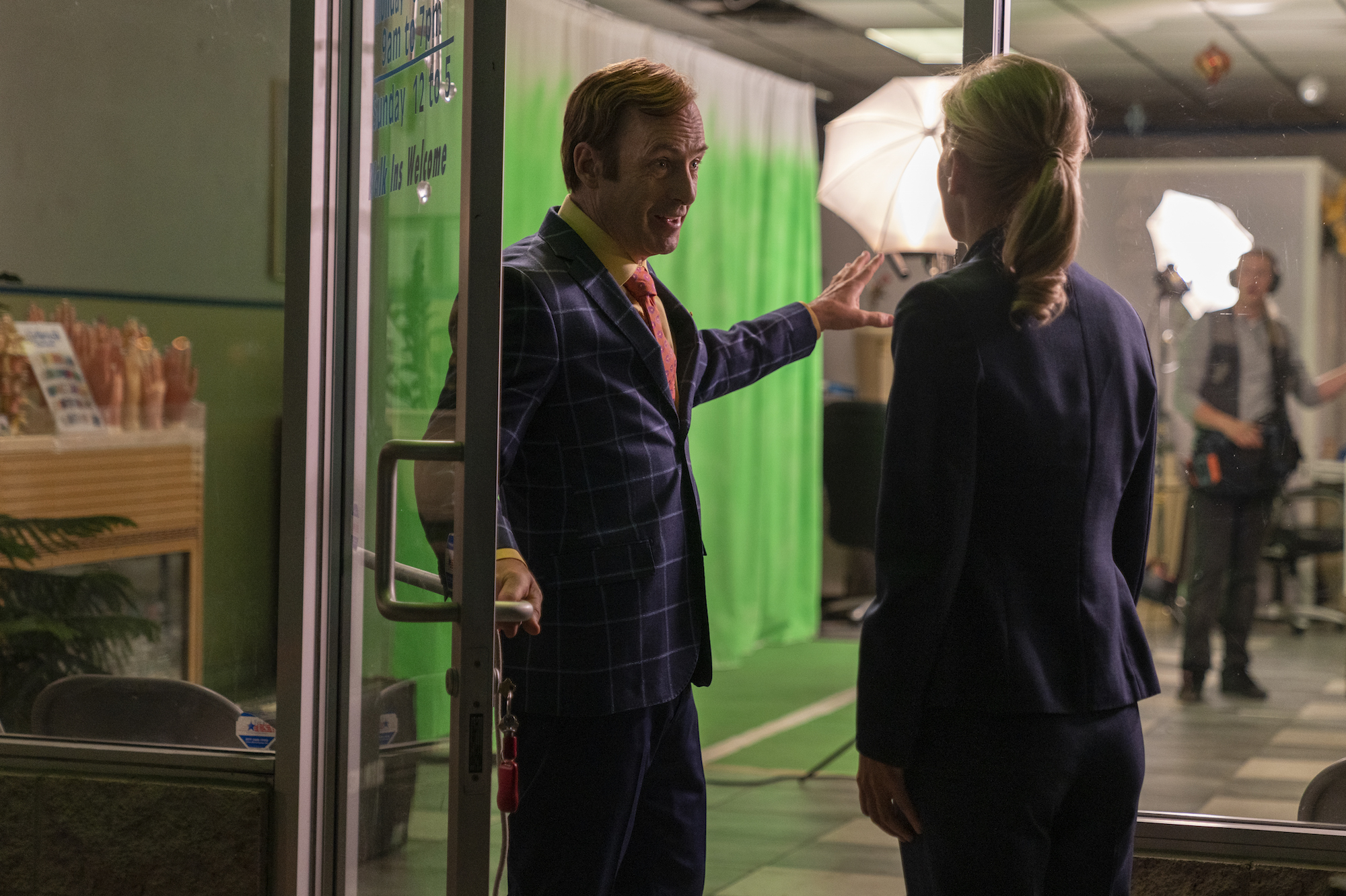 Bob Odenkirk as Jimmy McGill, Rhea Seehorn as Kim Wexler - Better Call Saul _ Season 5, Episode 6 - Photo Credit: Greg Lewis/AMC/Sony Pictures Television