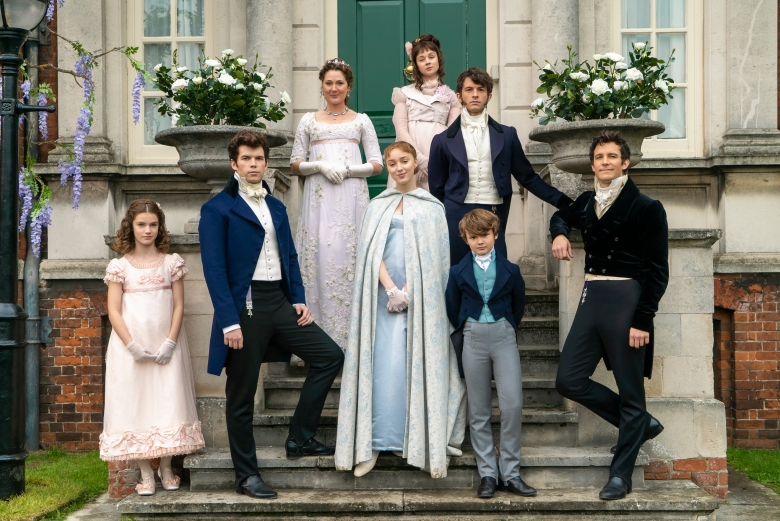 BRIDGERTON (L to R) FLORENCE HUNT as HYACINTH BRIDGERTON, LUKE NEWTON as COLIN BRIDGERTON, RUTH GEMMELL as LADY VIOLET BRIDGERTON, PHOEBE DYNEVOR as DAPHNE BRIDGERTON, CLAUDIA JESSIE as ELOISE BRIDGERTON, JONATHAN BAILEY as ANTHONY BRIDGERTON, WILL TILSTON as GREGORY BRIDGERTON and LUKE THOMPSON as BENEDICT BRIDGERTON in episode 105 of BRIDGERTON Cr. LIAM DANIEL/NETFLIX © 2020