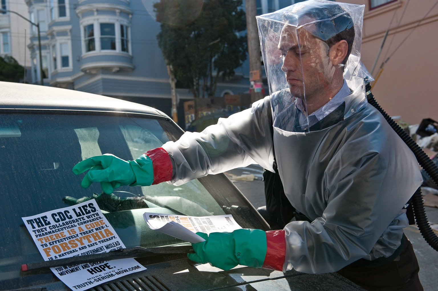 Nitpicking the movie 'Contagion'