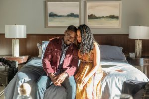 """THIS IS US -- """"Strangers: Part Two"""" Episode 418 -- Pictured: (l-r) Sterling K. Brown as Randall, Susan Kelechi Watson as Beth -- (Photo by: Ron Batzdorff/NBC)"""