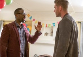 "THIS IS US -- ""Strangers: Part Two"" Episode 418 -- Pictured: (l-r) Sterling K. Brown as Randall, Justin Hartley as Kevin -- (Photo by: Ron Batzdorff/NBC)"