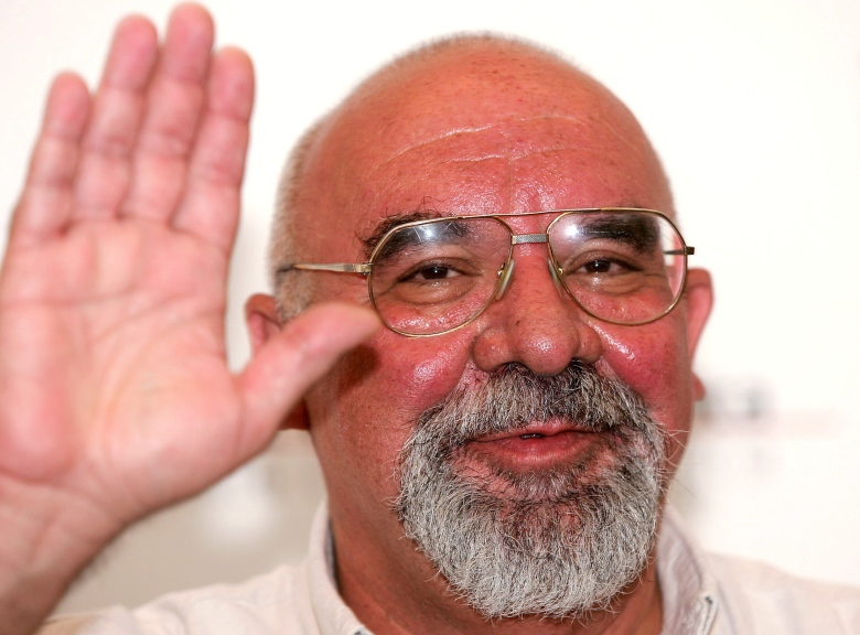 Film Director Stuart Gordon Waves to the Camera After the Press- Conference to Present His Film 'Edmond' by Stuart Gordon out of Competition at Venice Film Festival Wednesday 07 September 2005 Italy VeniceItaly Venice Film Festival - Sep 2005