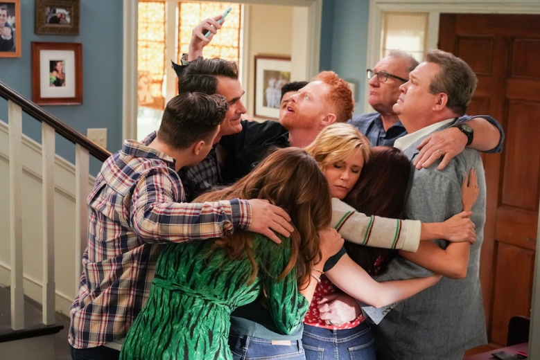 """MODERN FAMILY - """"Finale Part 1/Finale Part 2"""" - In part 1 of the series finale, Mitchell and Cam settle in on their new normal, and Phil and Claire decide that one of the kids needs to move out in order to take control of the house again. Meanwhile, as Gloria becomes more successful at work, she notices Jay, Manny and Joe don't seem to need her as much. In part 2 of the series finale, the entire family discovers saying goodbye is much harder than it seems on """"Modern Family,"""" WEDNESDAY, APRIL 8 (9:00-10:00 p.m. EDT), on ABC. (ABC/Eric McCandless)TY BURRELL, JESSE TYLER FERGUSON, JULIE BOWEN, ED O'NEILL, ERIC STONESTREET"""