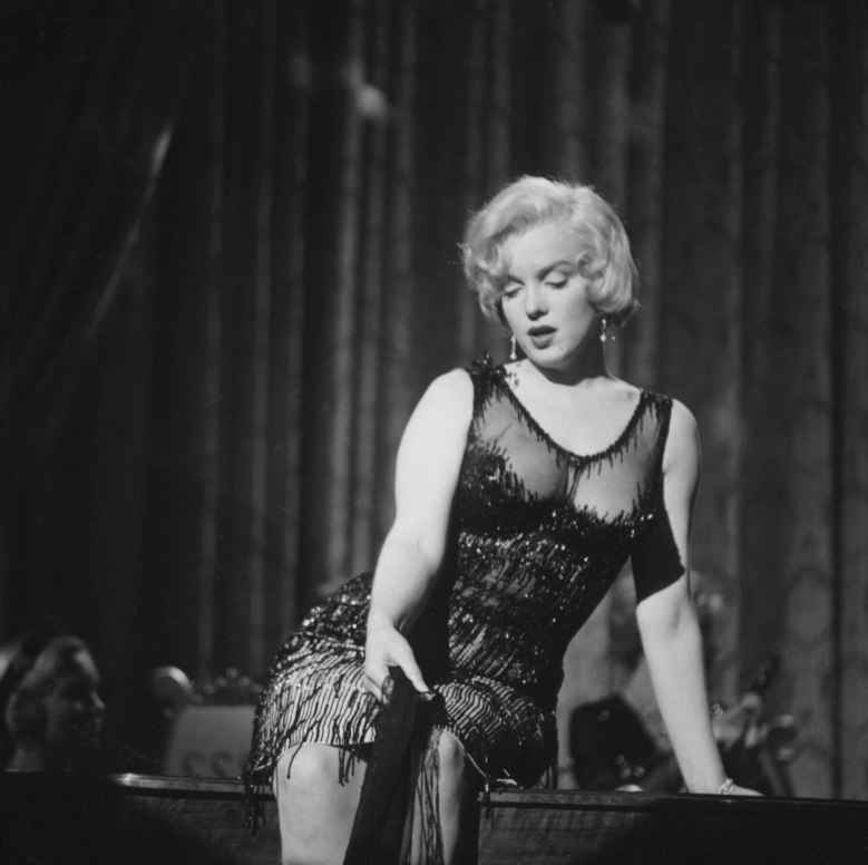 Editorial use only. No book cover usage.Mandatory Credit: Photo by United Artists/Kobal/Shutterstock (5886271dg) Marilyn Monroe Some Like It Hot - 1959 Director: Billy Wilder United Artists USA Scene Still Certains l'aiment chaud